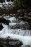 在Coban回旋曲附近瀑布的一点河  免版税库存图片