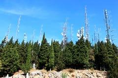 在Colli Alti,意大利的电信和雷达 库存照片