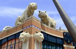 在Comerica公园的老虎雕象伍德沃德大道的,底特律密执安 免版税图库摄影