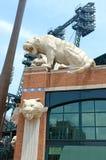 在Comerica公园的老虎雕象伍德沃德大道的,底特律密执安 图库摄影