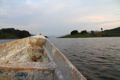 在Community湖的老小船乘驾 库存照片