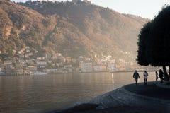 在como意大利, Lago二科莫湖的美妙的colorfull日落  免版税库存照片