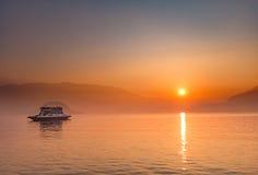 在Como湖的日落 免版税库存图片