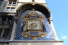 在Conciergerie的塔的时钟 库存照片