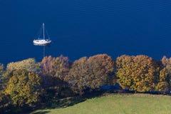 在Coniston水的划船,湖区,英国 免版税库存图片