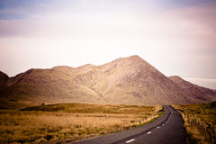 在Connemara的路,爱尔兰 免版税库存照片
