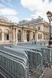在Conseil d'Etat -委员会附近的反抗议篱芭状态修造 库存照片