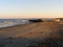 在Corbu海滩的剧烈的日落在黑海,罗马尼亚,一最美丽的处女海滩在欧洲 图库摄影