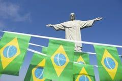 在Corcovado里约热内卢的巴西旗子旗布 免版税库存图片