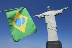 在Corcovado里约热内卢的巴西旗子 库存照片