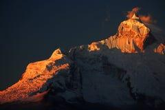 在Cordiliera布朗卡的Huandoy峰顶 免版税库存照片