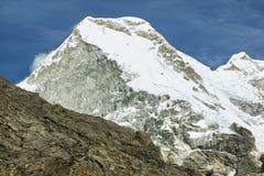 在Cordiliera布朗卡,秘鲁,南美的Huandoy峰顶6108m 图库摄影
