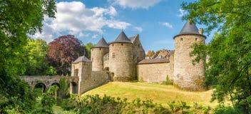在Corroy在那慕尔-比利时的省的le Chateau城堡的全景  免版税图库摄影