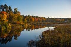 在Corry湖安大略的,加拿大的10月日落 免版税库存照片