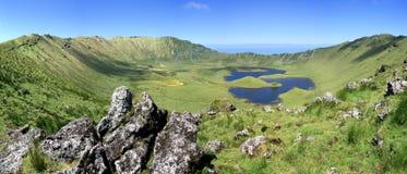 在Corvo亚速尔群岛葡萄牙海岛上的火山火山口 免版税图库摄影