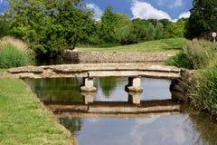 在Cotswolds的老桥梁 免版税库存照片