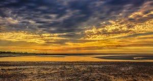 在Couesnon河出海口的日落 免版税图库摄影