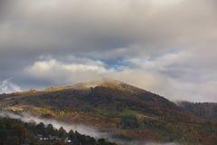 在countrside的秋天在罗马尼亚 库存照片