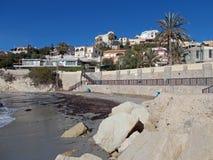 在Coveta驸马村的看法从海滩 图库摄影
