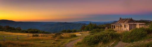 在Craigs小屋上的日落在维多利亚女王时代的阿尔卑斯,澳大利亚 库存照片