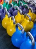 在crossfit健身房的Kettlebells 免版税库存图片