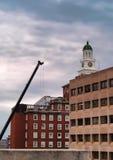 在Crouse医院的建筑用起重机 图库摄影