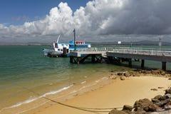 在Culatra海岛上的轮渡在Ria福摩萨,葡萄牙 库存图片