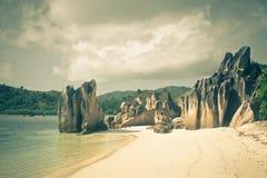 在Curieuse海岛塞舌尔群岛的热带海滩 库存照片