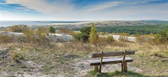 在Curonian唾液的全景从在奈达附近的沙丘 免版税库存照片