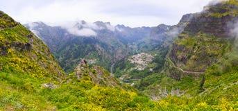 在Curral das Freiras,马德拉岛,葡萄牙附近的风景 免版税库存照片
