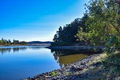 在Cuyamaca湖的一个平安的入口在圣地亚哥东部 免版税库存图片