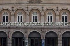 在D的门面的一个霓虹灯广告 玛丽亚剧院在里斯本 图库摄影