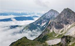 在Dachstein断层块下的南面孔的阿尔卑斯 库存图片
