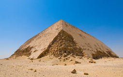 在Dahshur的弯的金字塔,开罗,埃及 免版税库存图片