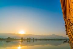 在Dal湖,克什米尔印度的日出 库存照片