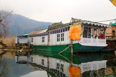 在Dal湖,斯利那加的游艇 库存图片