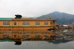 在Dal湖,斯利那加的游艇 免版税库存图片