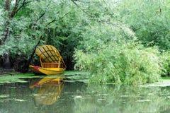 在Dal湖,斯利那加,查谟的Shikara克什米尔,印度 免版税库存照片