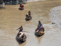 在Dala河,缅甸的捕鱼船 库存照片