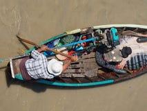 在Dala河,缅甸的捕鱼船 免版税库存图片
