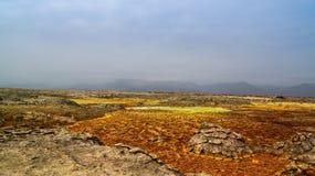 在Dallol火山的火山口在Danakil消沉,埃塞俄比亚里面的全景 免版税库存图片