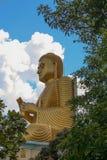 在Dambulla,斯里兰卡的金黄Buddah雕象 免版税库存图片
