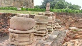 在Dammekh Stupa附近的废墟在鹿野苑 库存图片