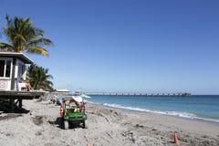 在Dania海滩的救生员塔 库存图片