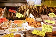 在Dappermarkt卖的鱼在阿姆斯特丹 库存图片