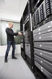 在Datacenter安装网络路由器 库存图片
