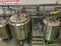 在De Koninck啤酒厂,安特卫普,比利时里面的大桶 库存照片