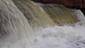 在De Lancourte River的落下的瀑布 股票视频
