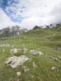 在de vars col附近的老教堂在欧特普罗旺斯的法国阿尔卑斯 库存图片