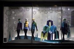 在Debenhams的圣诞节陈列室 卖自己商标的商品和国际时尚、秀丽和homeware产品的联锁百货商店 免版税库存图片